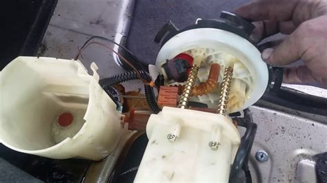 service manual    replace fuel pump  kia