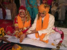 mariage forcã en inde file hindu marriage ceremony offering jpg wikimedia commons