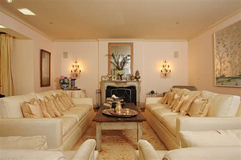 Amazing Of Luxurious Traditional Style Formal Living Room