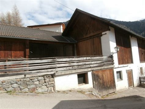 Immobilien Gebraucht Kaufen by Www Tschenett Bauernhaus In Planeil Mit Stadel Und