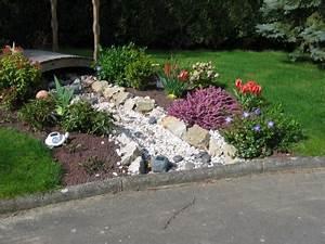 Déco Massif Avec Galets : cailloux jardin finest jardin ultra moderne avec du ~ Dailycaller-alerts.com Idées de Décoration