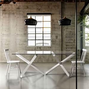 Table de salle a manger verre et bois design brin d39ouest for Meuble salle À manger avec chaise couleur pied bois