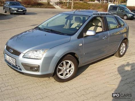 ford focus   ghia car photo  specs