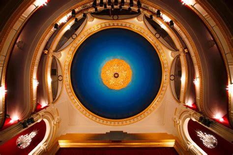 theatre porte st martin th 233 226 tre de la porte martin 224 programmation et r 233 servation