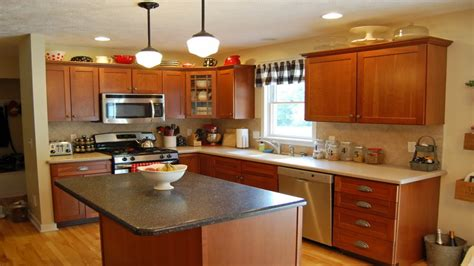 kitchen colors with light wood cabinets kitchen wood cabinets color scheme