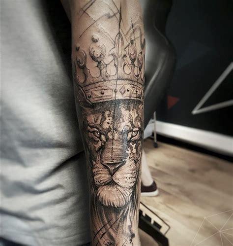 tatouage homme avant bras lion