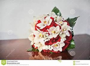 Beau Bouquet De Fleur : beau bouquet des fleurs roses sur la table bouquet de ~ Dallasstarsshop.com Idées de Décoration