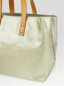 louis vuitton silver monogram vernis reade pm bag yoogi