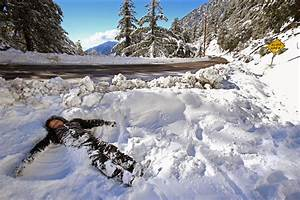Snow therapy: Southern Californians trek to the mountains ...