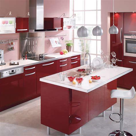cuisine couleur bordeaux brillant cuisine bordeaux cuisine accents blancs idees