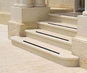 Treppen Rutschfest Machen : anti rutsch rutschfeste treppe antirutsch streifen ~ Lizthompson.info Haus und Dekorationen