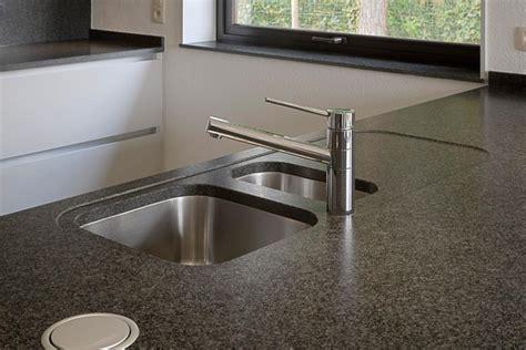 prix granit cuisine plan de travail en granit pour cuisine peindre plan de