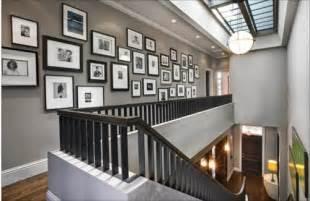 bilder treppenhaus gestalten coole wanddeko eine fotowand mit familienfotos gestalten
