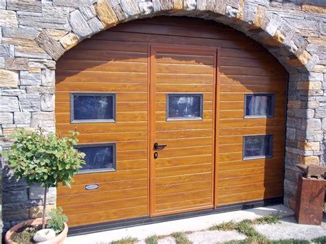 porta sezionale foto portone sezionale con porta integrata di doorhan