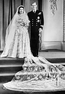 Princess elizabeths wedding dress by hartnell the for Wedding dress of princess elizabeth