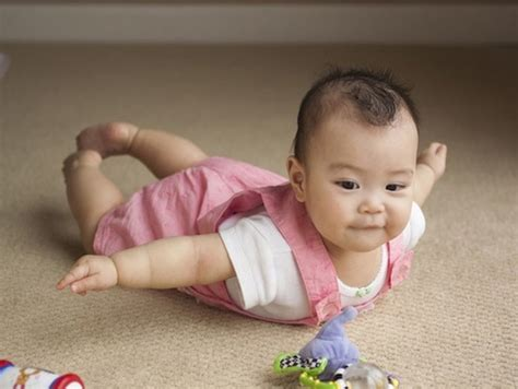 babies discover  magic  flying photo gallery