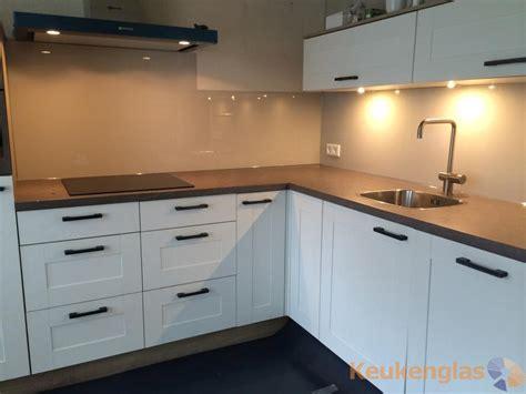 kleur keuken taupe muur keuken atumre