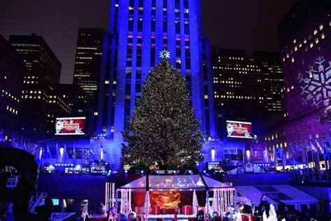 restaurant with view of christmas tree at rockefeller last year s rockefeller center tree is now a
