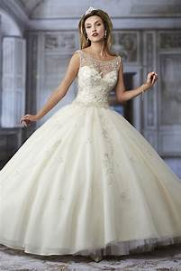 Offbeat bridal gowns online sareez blog for Online wedding dress boutiques