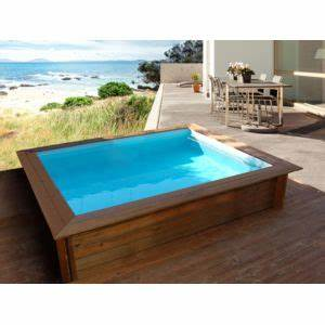 habitat et jardin piscine bois carree lulu 226 x 226 With amenagement de jardin avec piscine 17 detail produit stock