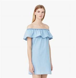 La robe a epaules denudees en jean dalexa chung taaora for Robe jean mango