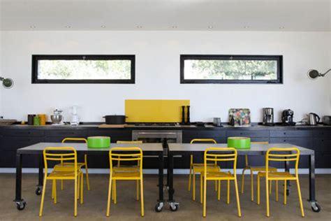 cuisine noir et jaune comment associer la couleur jaune en déco d 39 intérieur