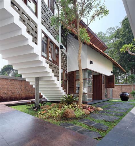 modern indonesian houses  beautiful balance