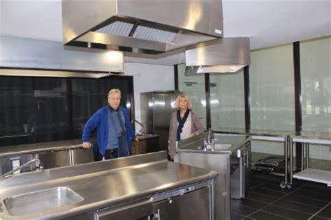 cuisine mode d emploi cuisine mode d 39 emploi s s 39 implante sur la côte d 39 azur