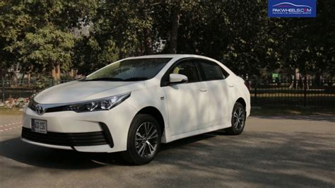 toyota corolla altis  detailed review price specs