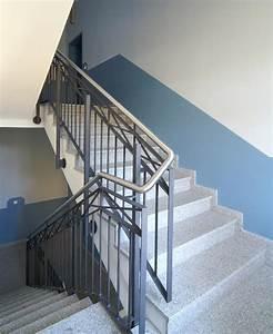 Reinigung Treppenhaus Mehrfamilienhaus : detailansicht treppenhaus ~ Markanthonyermac.com Haus und Dekorationen