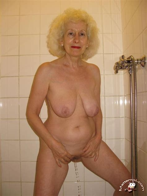 Grannypiss01 In Gallery Granny Piss Picture 1