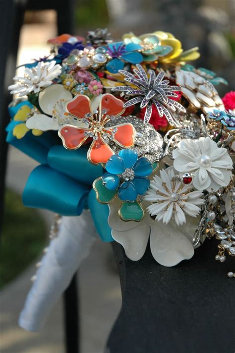 Inspiration Vintage Brooch Bouquet