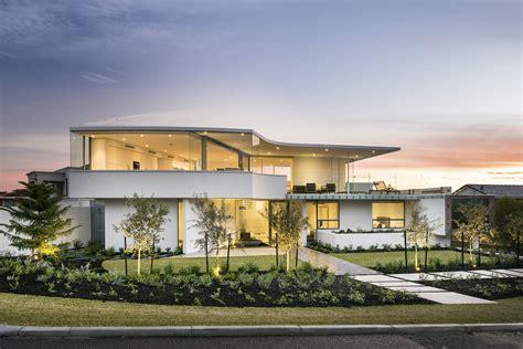 Beach House : Luxury Beach House With Cantilevered Pool