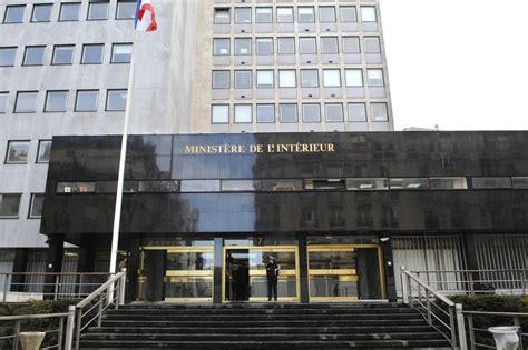 deux cocktails molotov lanc 233 s contre un immeuble du minist 232 re de l int 233 rieur