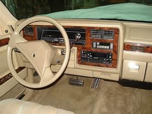 1989 Chrysler New Yorker Landau Sedan 4