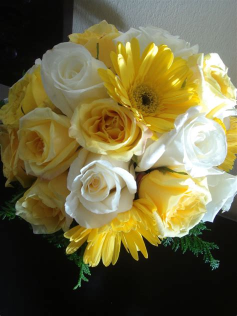 Bouquet Bridal Yellow And White Rose Bouquets