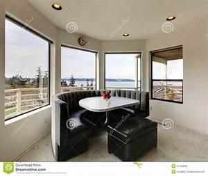 salle a manger moderne avec la vue de fenetre photo stock With salle À manger contemporaine avec lit rond