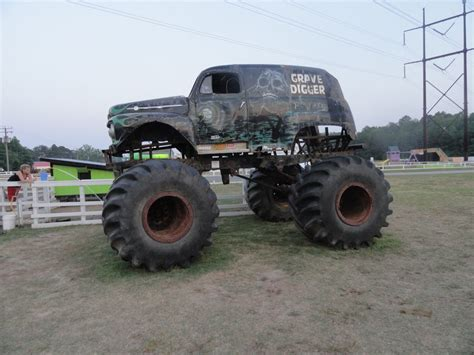 old grave digger monster truck old gravedigger monster truck by stormymay888 on deviantart