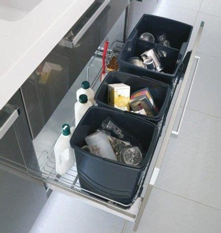 tiroir poubelle cuisine les 25 meilleures idées concernant poubelle jaune sur