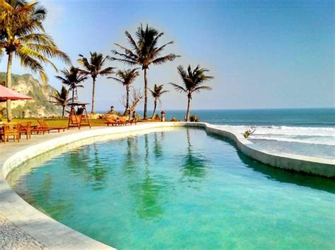 amazing pool view picture  queen   south beach