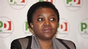 PressTV-Black Italy minister hurled with bananas