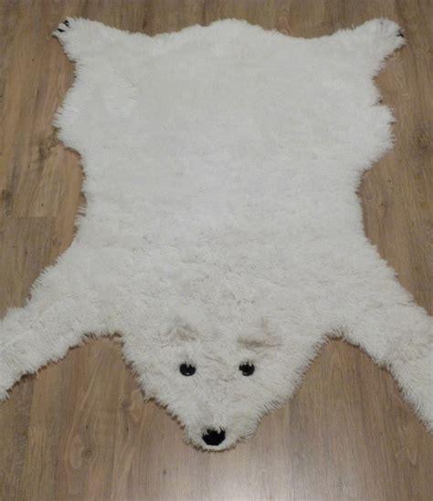 ne pas vendre la peau de l ours tapis ours polaire couture turbulences
