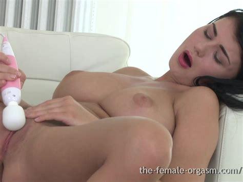 Sexy Coed With Big Natural Breasts Masturbates To Real