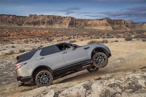 land rover off road 2017 land rover discovery off road 02 motor trend