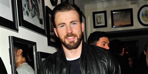 Chris Evans Accidentally Posts a Nude Pic and Twitter Is ...