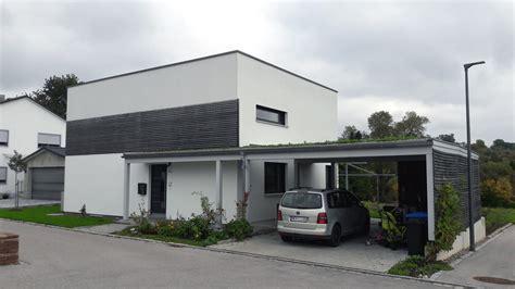 Einfamilienhaus Mit Carport Und Geräteschuppen In