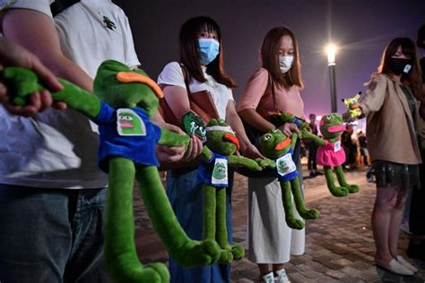 pepe  protest frog hong kong protesters adopt alt