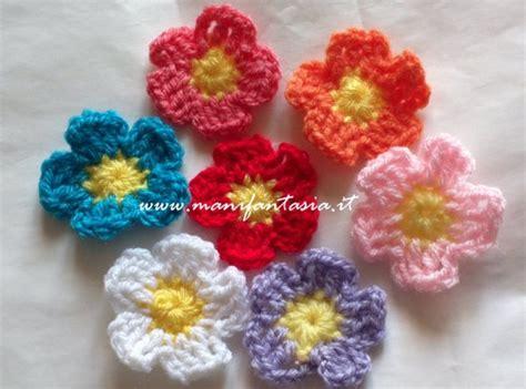 fiori di all uncinetto fiori uncinetto schemi e tutorial facili e belli