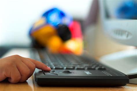 Pētījums: vecāki dzīvo ilūzijās par bērnu darbībām ...