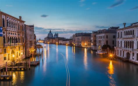 view  grand canal  santa maria della salute church